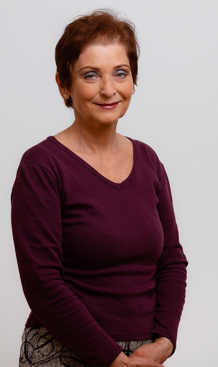 Dr. Koperdák Anna